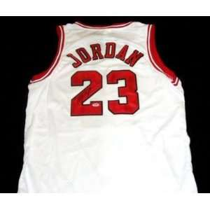 BULLS MICHAEL JORDAN SIGNED AUTHENTIC JERSEY PSA/DNA